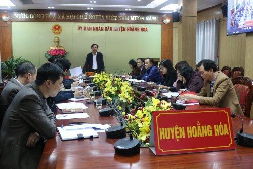 Đồng chí Lê Văn Phúc - Phó Chủ tịch UBND huyện khai mạc và chủ trì hội nghị.JPG